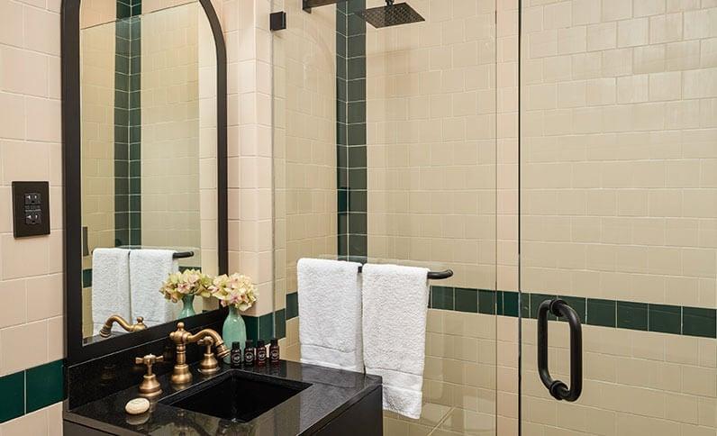 The Balfour Hotel - Bedroom Bathroom View